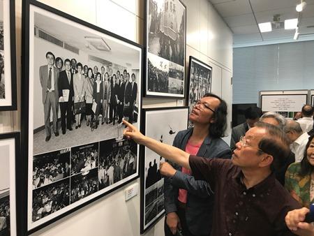 謝長廷駐日代表、「戒厳令の解除30年-愛・恋・台湾撮影展」出席
