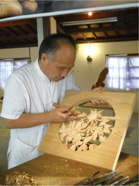 Woodcarver | Huang Sha-rong
