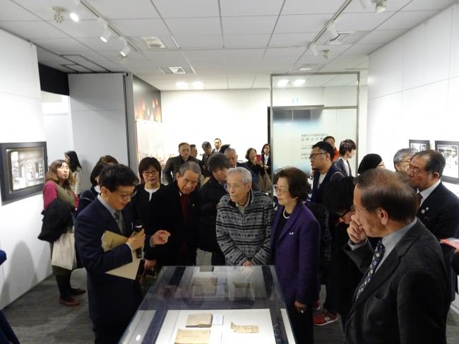 『光と影は鏡の如く~ガラス乾板写真展』が東京の台湾文化センターにて開催