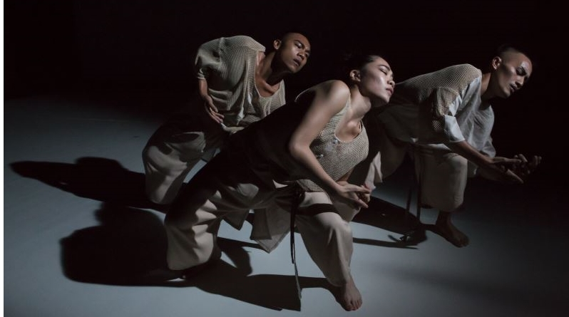 """Varhung ~ Heart to Heart"""" by Taiwan's Tjimur Dance Theatre Performed at the Vancouver International Dance Festival"""