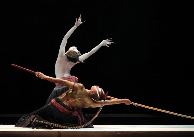 無垢舞踏劇場の「観」、日本で感動を呼び起こす