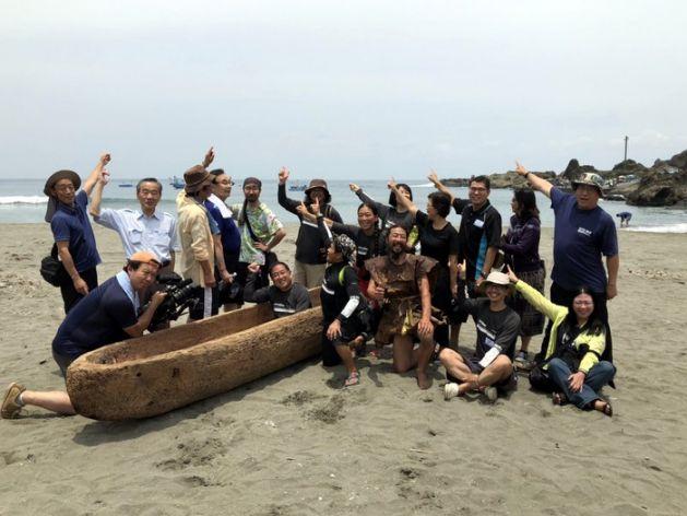 台湾から沖縄・与那国島へ 3万年前の航海再現 丸木舟で「最後の挑戦」