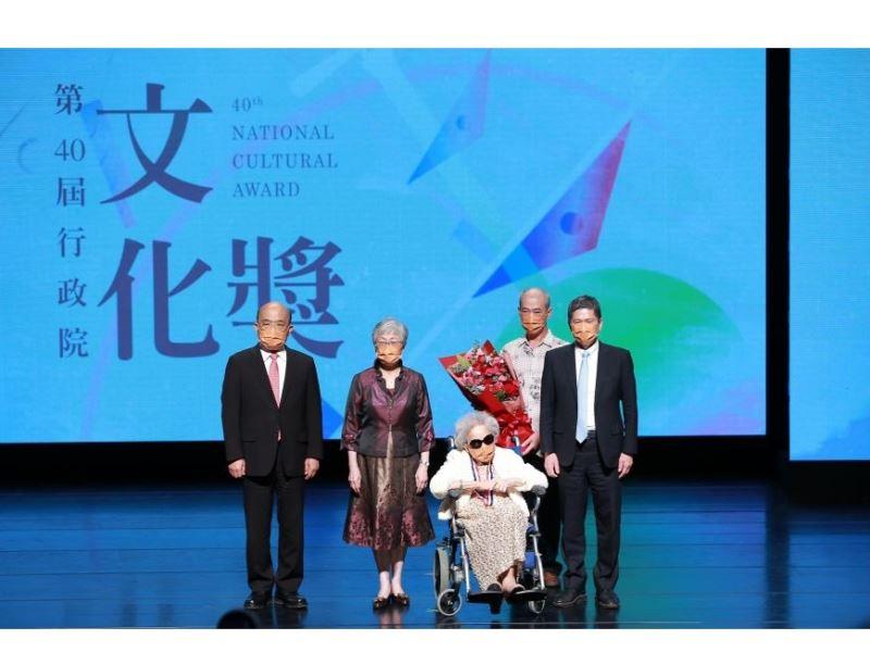 40th National Cultural Award presented to choreographer Liu Feng-shueh and chant-singer Yang Xiu-qing