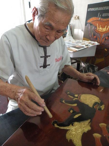 国家工芸成就奨を受賞--王清霜