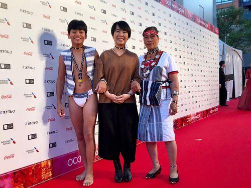 台湾原住民タオ族の子役、ふんどし姿で東京国際映画祭レッドカーペットに登場