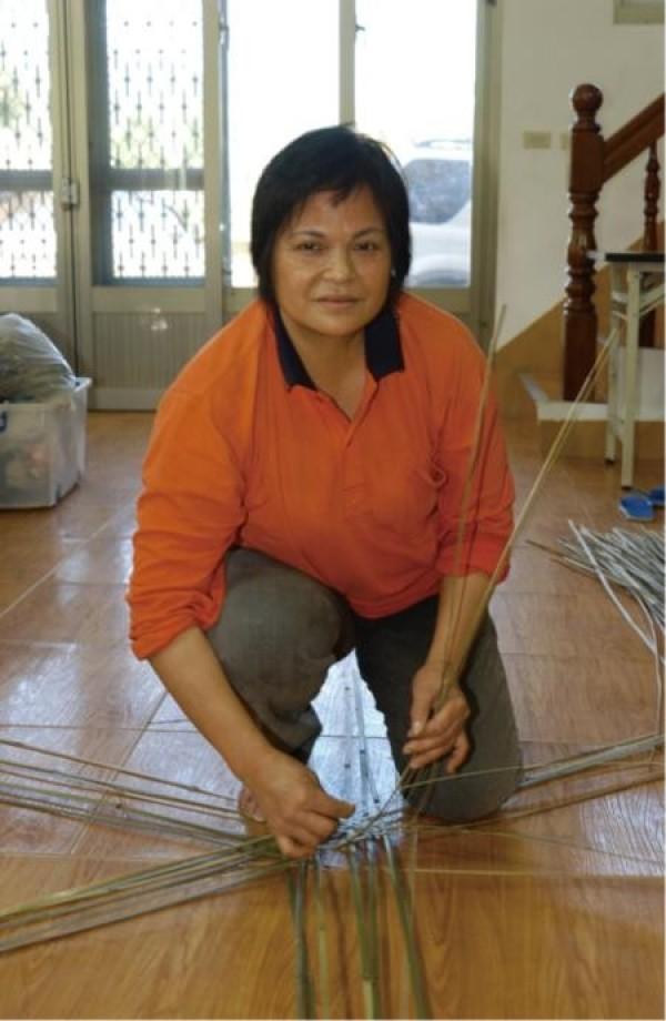 Bamboo & Rattan Weaver | Away Dayen Sawan
