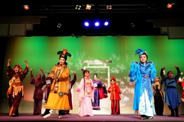 Yi-Shin Taiwanese Opera Troupe