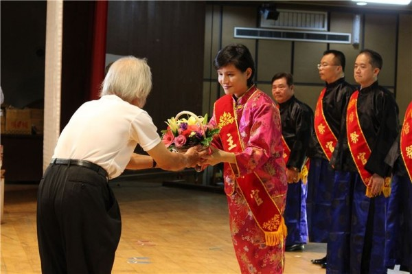 Minister Cheng Li-chiun visits crafts hub Lukang Township