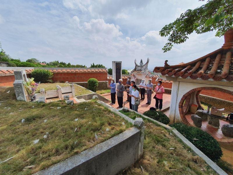 Restoration work for graveyard of Taiwan's nativist painter Shiy De-jinn begins