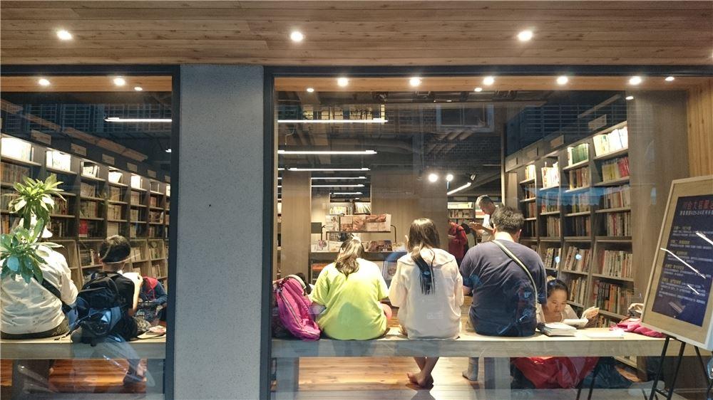 【講座】台湾カルチャーミーティング2017第4回(連続トーク2日目)「古本屋をリノベーションする--台湾書店の成長の裏側」ゲスト:編集者、古書店経営者・傅月庵さん