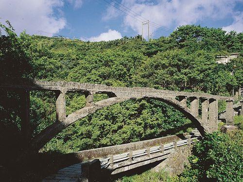 炭坑で栄えた町の歴史刻む日本統治時代建造の水道橋 修復工事始まる
