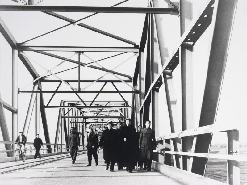 蔣總統與蔣經國巡視西螺大橋
