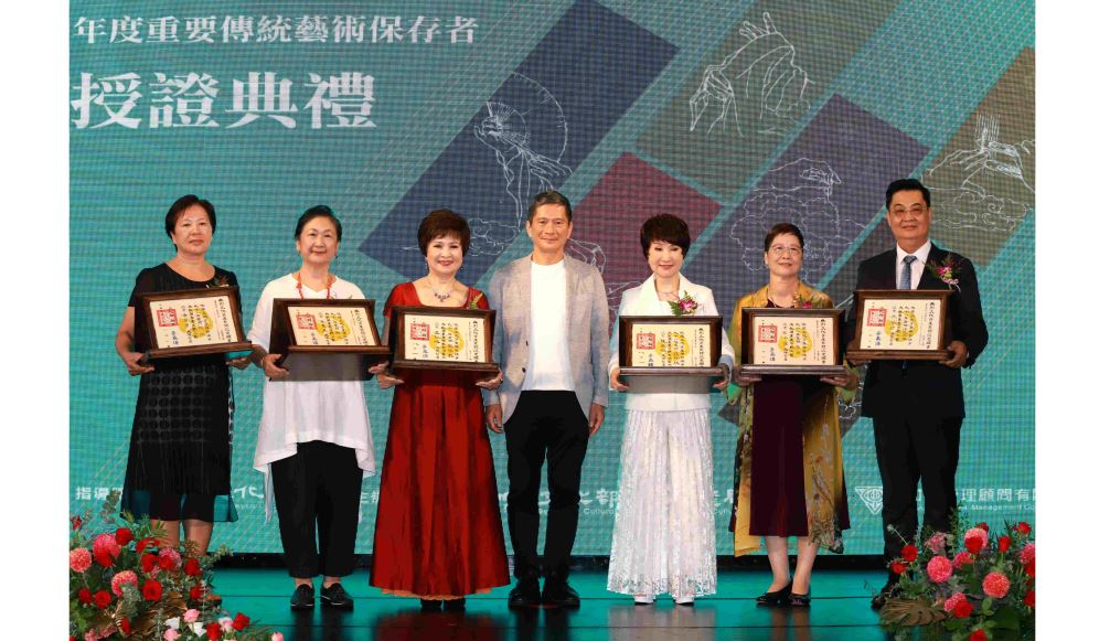 Six Taiwan's traditional arts preservationists honored for perpetuating cultural heritage