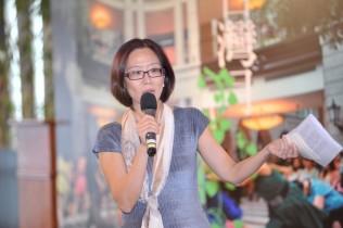 野台文化x精緻藝術台灣月坐在地上看表演