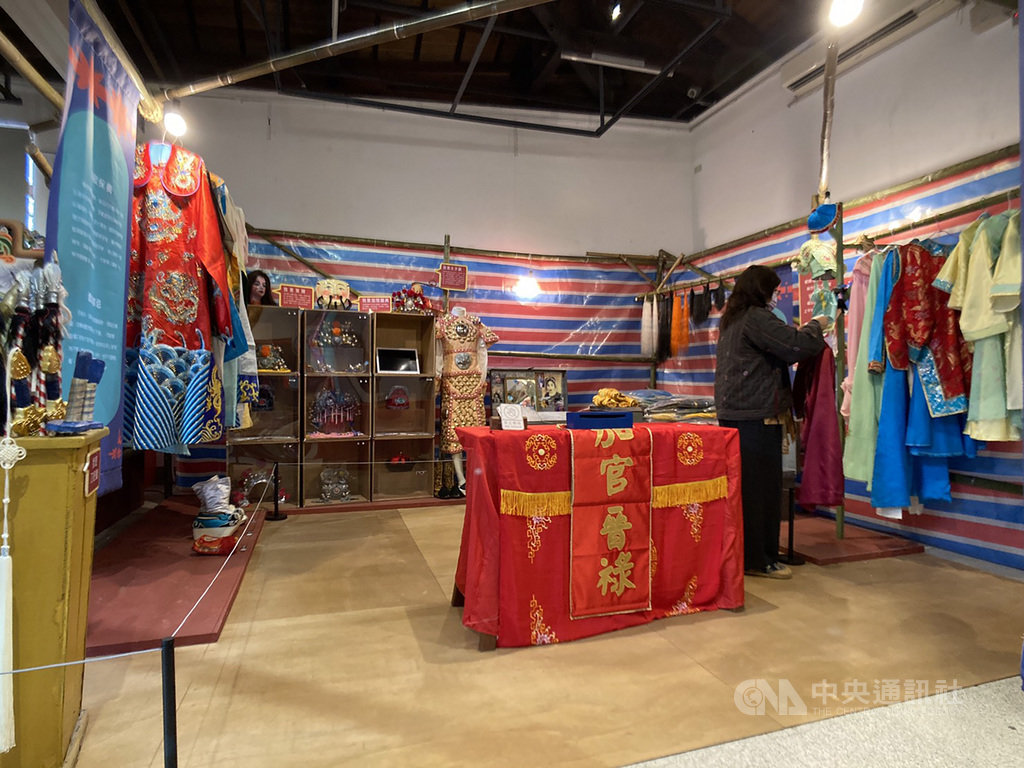 Taiwanese Opera and Puppet Museum in Pingtung hosts costume exhibition