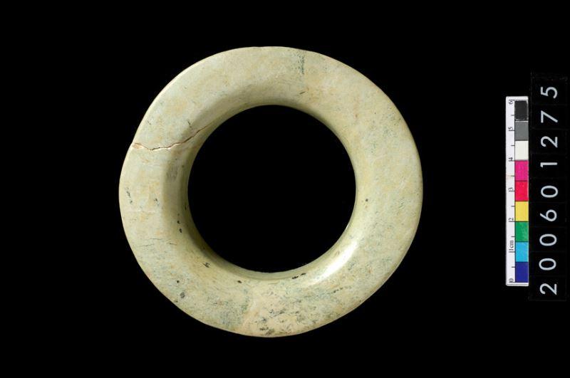 卑南文化喇叭形玉環