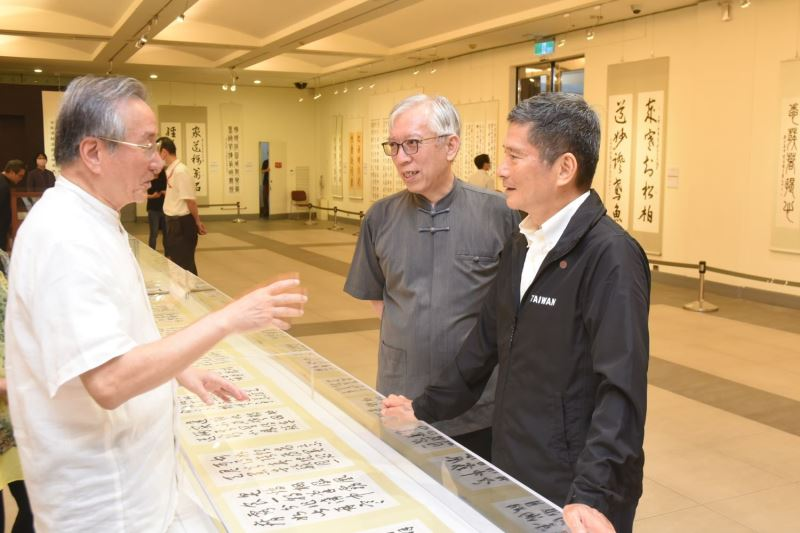 Minister Lee visits SYS Memorial Hall for art, calligraphy