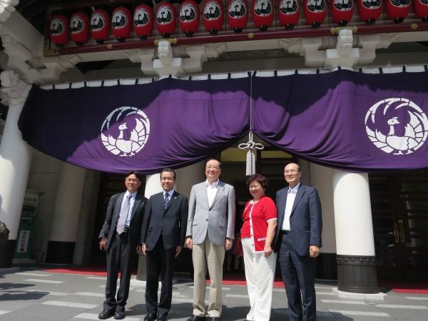 歌舞伎座見学の洪文化部長、伝統文化保存で「日本に学ぶべき」