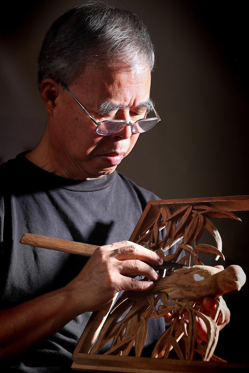 Woodcarver 'Master Ayi' recognized for lifetime achievement