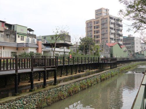 台湾・新北市の水路 日本統治時代の駅舎とともに再生
