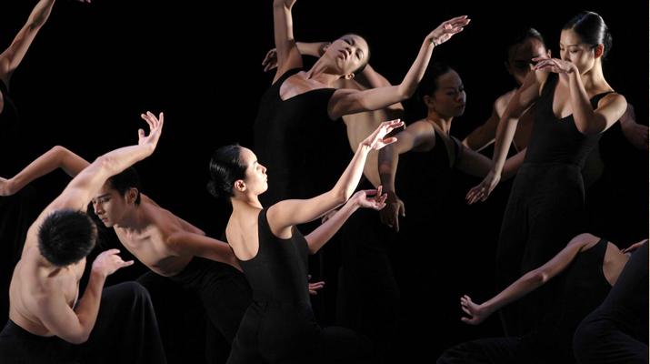 台灣雲門舞集《狂草》為「2007下一波藝術節」25週年揭開序幕