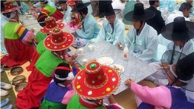 被我們誤會的端午節 沒有屈原沒有龍舟沒有粽子的韓國江陵端午祭