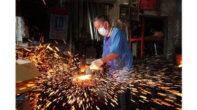人骨煉劍 打造古兵器 鑄劍工藝師郭常喜 火裡來水裡去