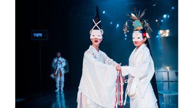 以劇場服裝 向高級訂製服致敬 李育昇的奇幻衣圖