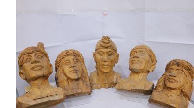 以刀代筆 頭目藝術家哈古的木雕之路  不受局限的創作視野