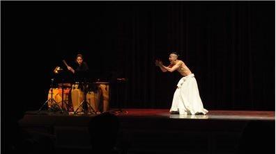辜懷群開「戲棚」  永續經營傳統表演藝術