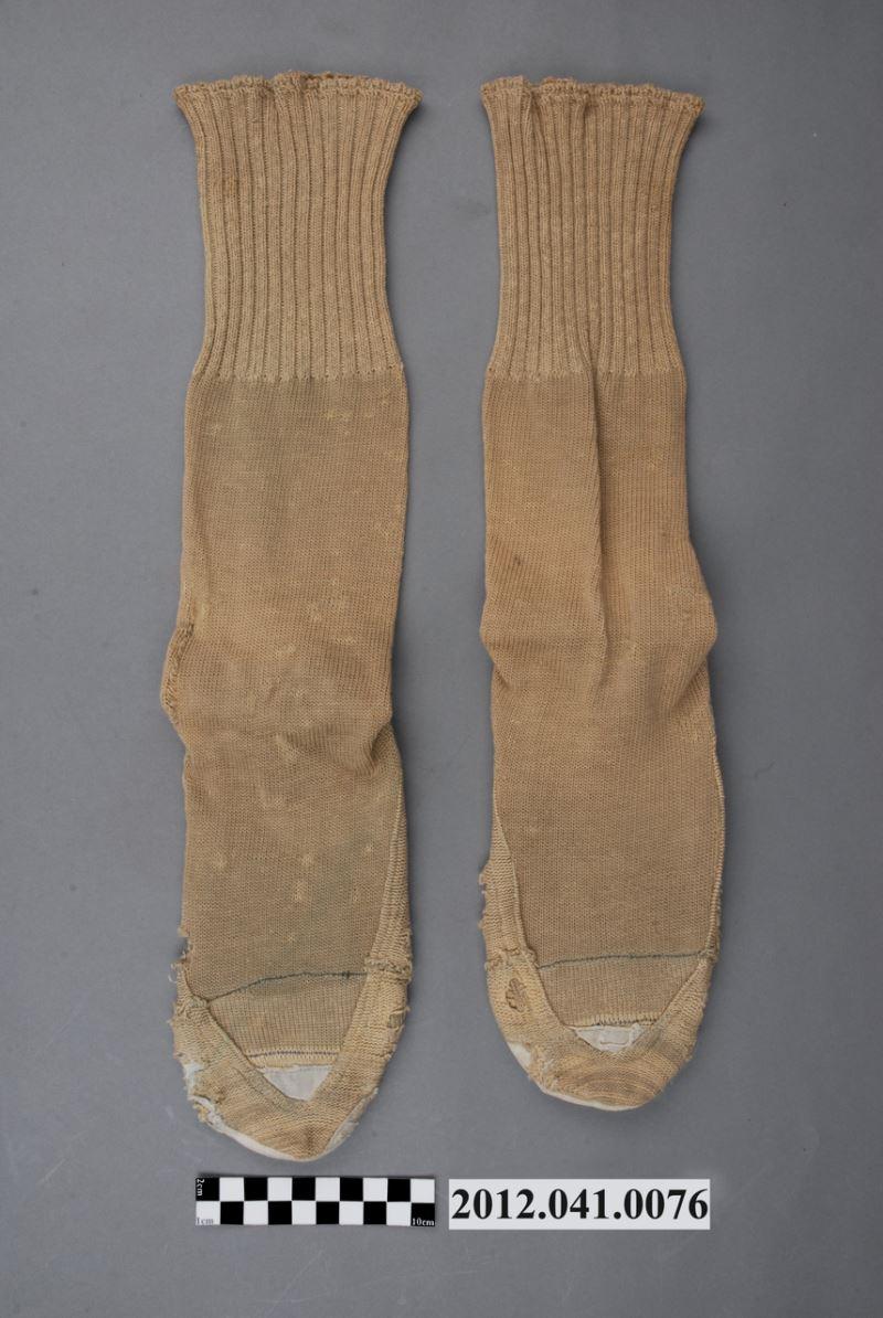 淺棕色針織筒襪組